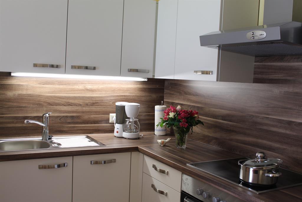Ferienwohnung Nockberge - Küche mit Kochfeld