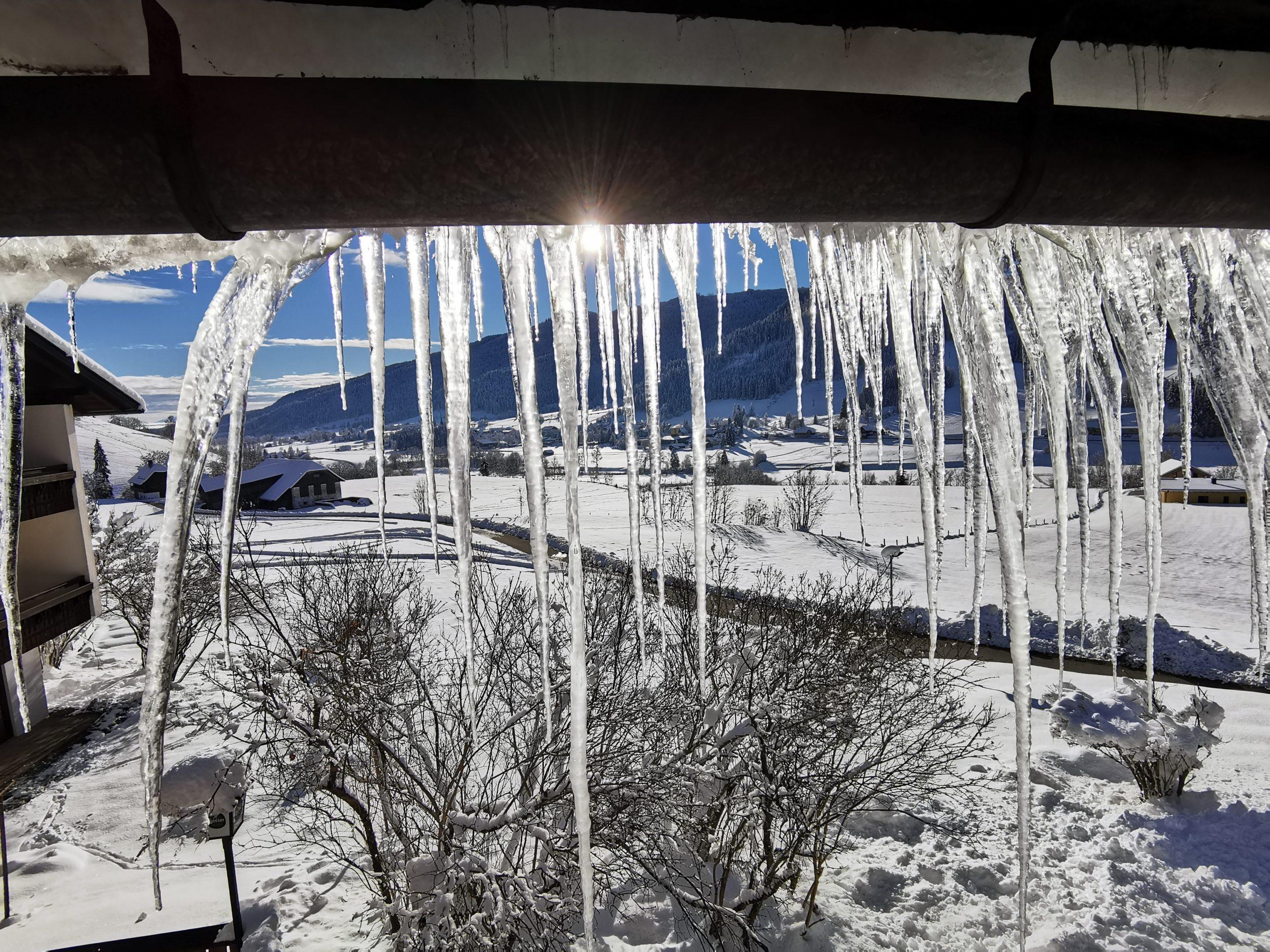 Eiszapfen am Balkon